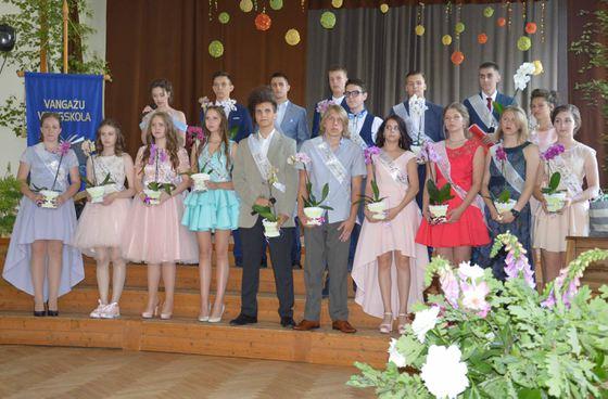 9.b klases absolventi