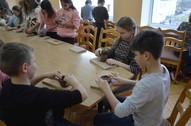 4.b kl. skolēni ar keramiķi Ingrīdu Žagatu